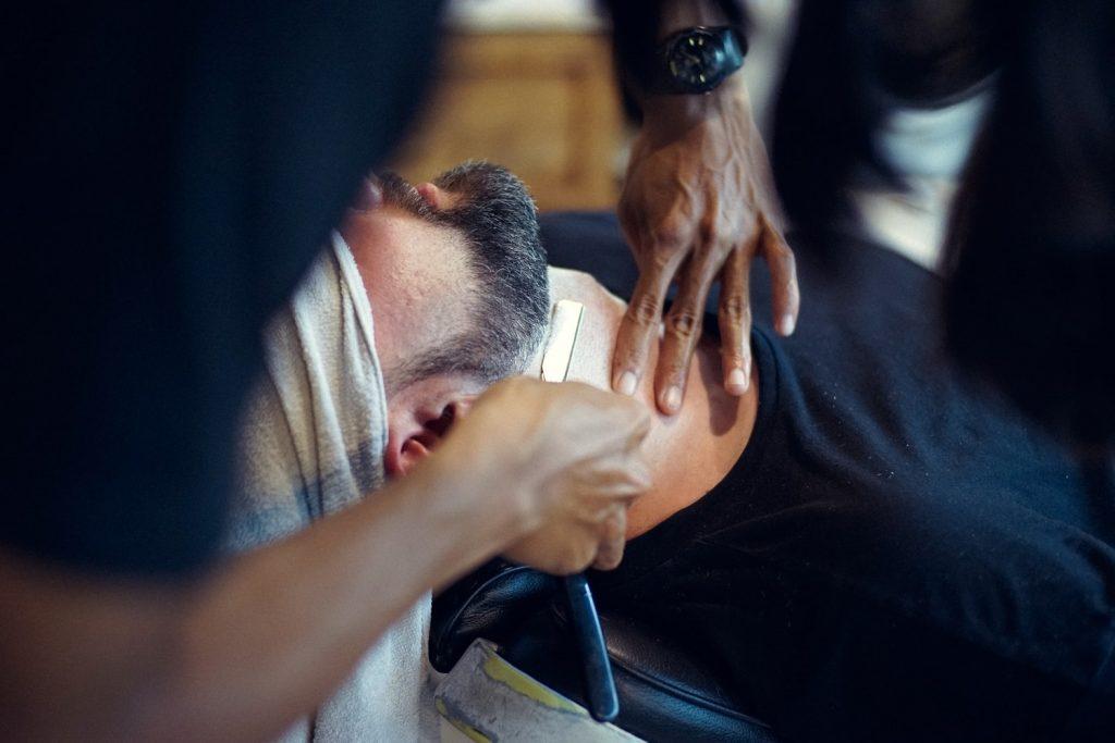 Peau sensible : bien choisir son rasoir