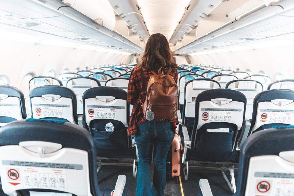 Les informations à connaître pour voyager seul en avion